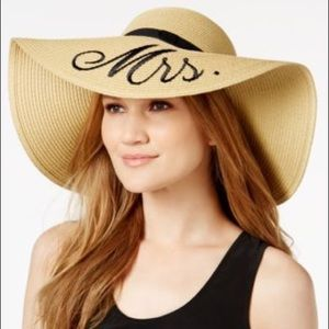 Betsey Johnson Mrs floppy beach hat